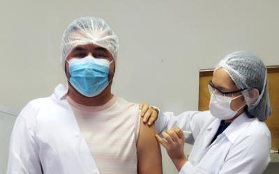 Vacinação liberada para os profissionais de saúde